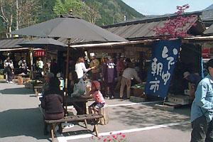 「下呂温泉 いでゆ朝市」 開店