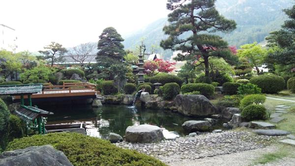 日本庭園の朝
