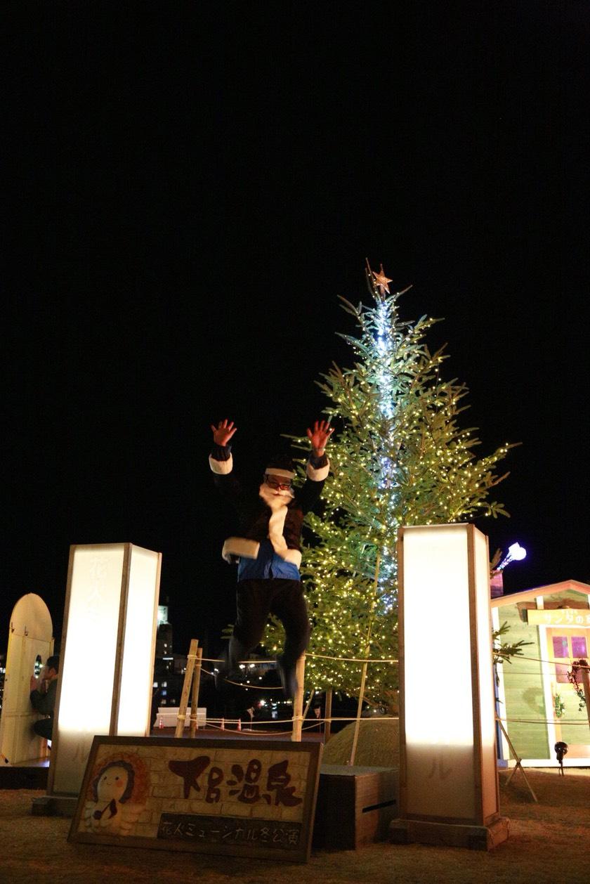 クリスマスツリーとサンタ